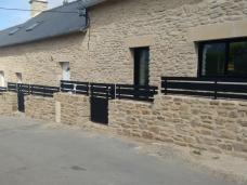 Rambardes, garde-corps, clôtures, grilles de défense